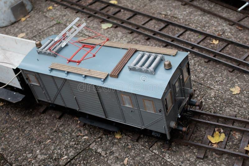 Spoorwegauto van een tuinspoorweg stock afbeeldingen