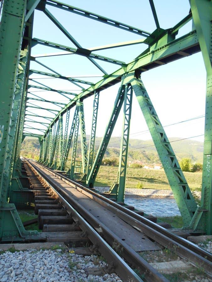 Spoorwegbrug, groene staalbouw royalty-vrije stock afbeeldingen