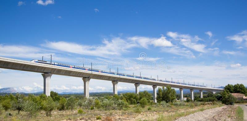 Spoorwegbrug voor TGV in Frankrijk stock foto's