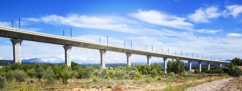 Spoorwegbrug voor TGV in Frankrijk stock fotografie