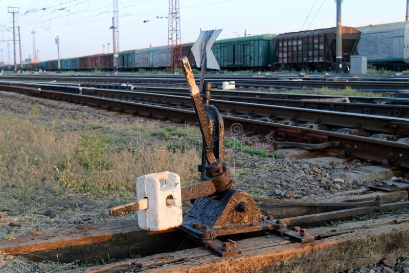 Spoorwegpijl om het spoor te bewegen royalty-vrije stock afbeelding