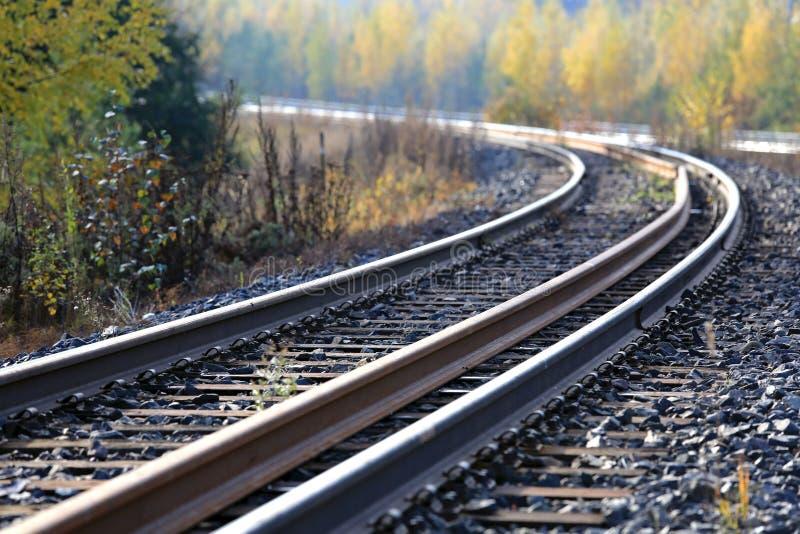 Spoorwegsporen in de herfst royalty-vrije stock foto's