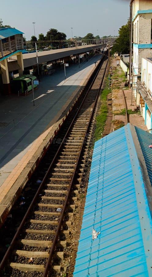 Spoorwegstation van de stad Bharuch in de deelstaat gujrat in india stock foto's