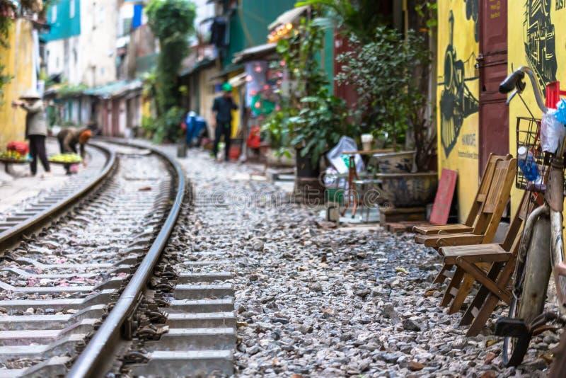 Spoorwegtraject in de achterrijstrook, geweldig voor toerist in Hanoi Vietnam Indochina stock afbeelding