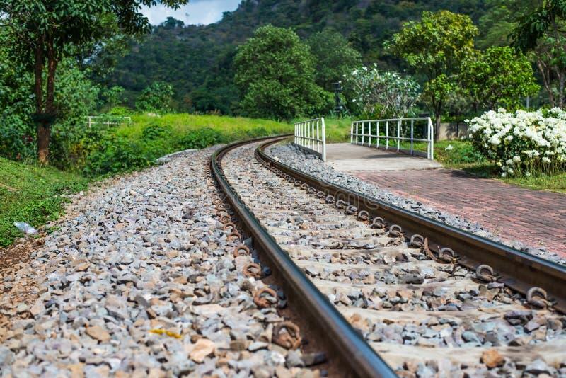 Spoorwegvervoer bij platteland royalty-vrije stock afbeelding