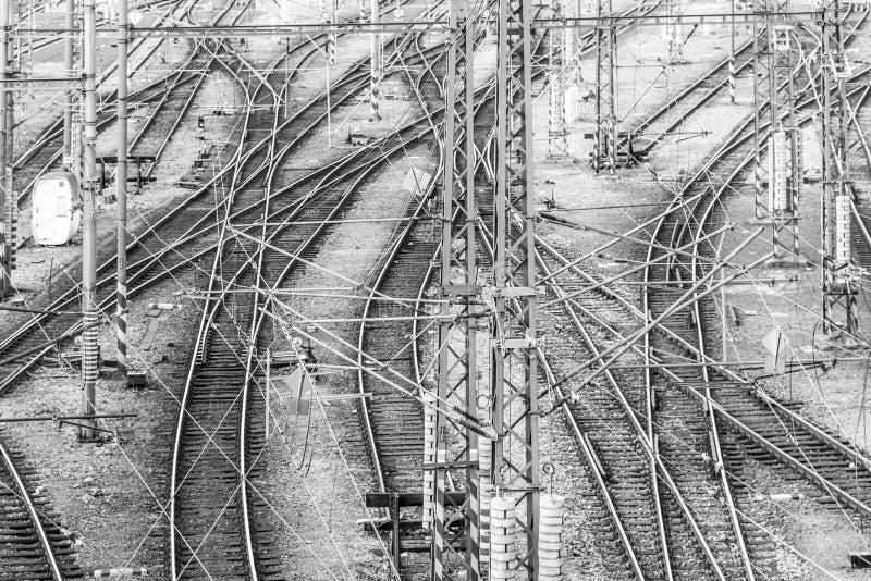Spoorwegverwarring bij groot station Het thema van het spoorwegvervoer royalty-vrije stock foto's