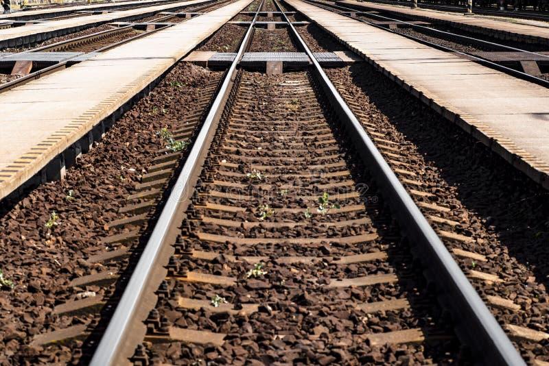 Spoorwegweg Sporen en dwarsliggers, concept, close-up stock afbeelding