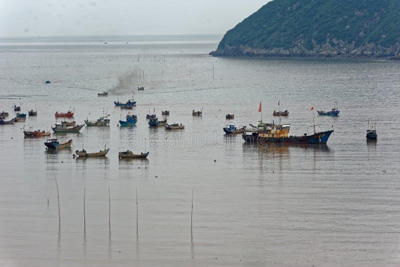 Sporadycznie łódź rybacka - Xiapu sceneria obraz royalty free