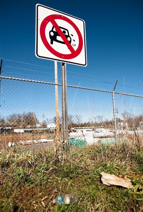 Sporcizia del segno di via 02 fotografia stock libera da diritti
