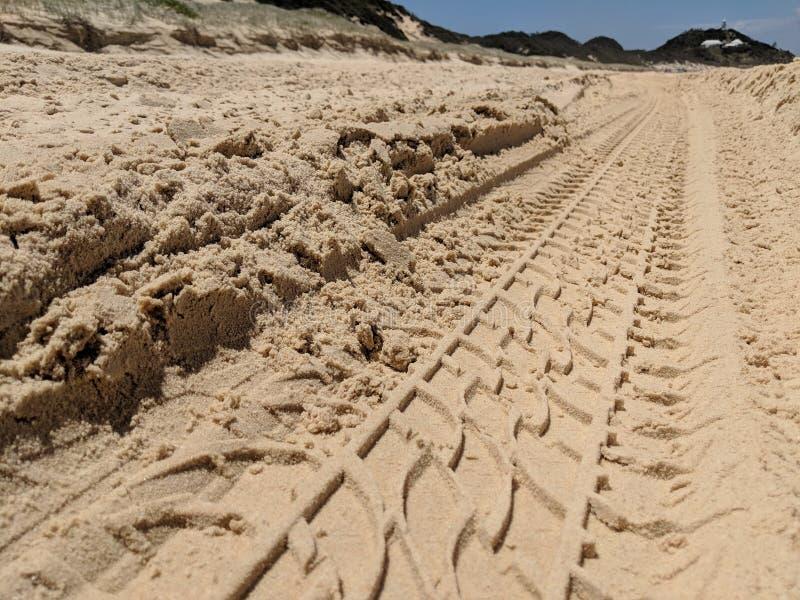 Sporen in het Zand op het Strand royalty-vrije stock fotografie