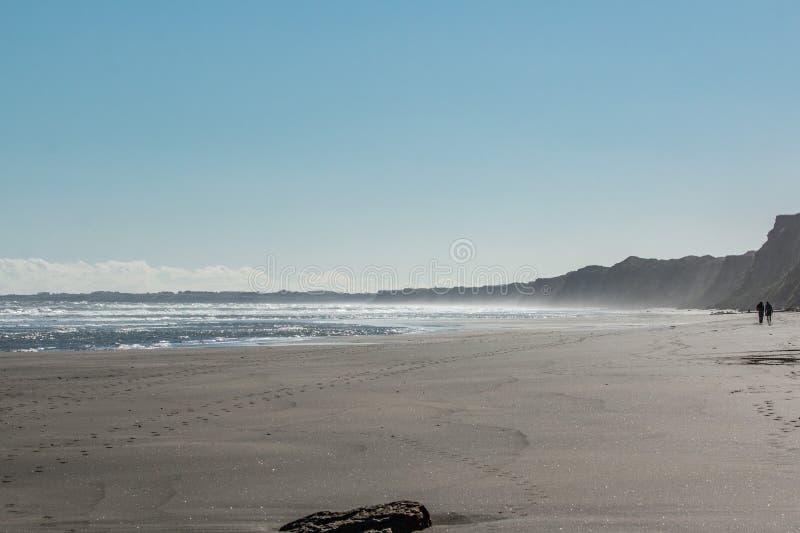 Sporen langs het strand royalty-vrije stock foto