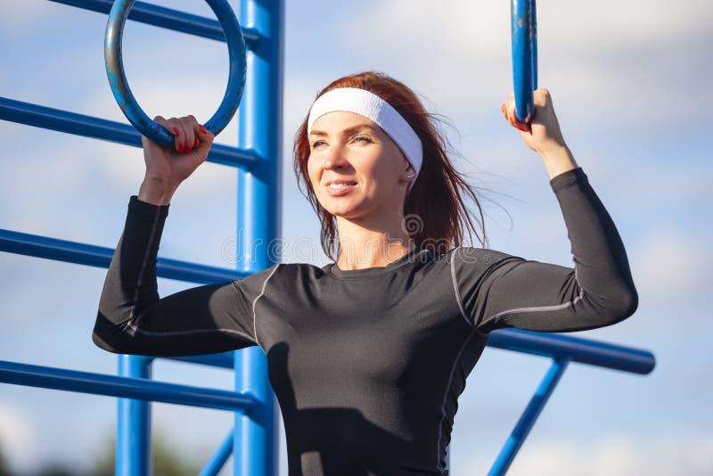 Sportów pomysły Skoncentrowana Kaukaska sportsmenka obraz stock
