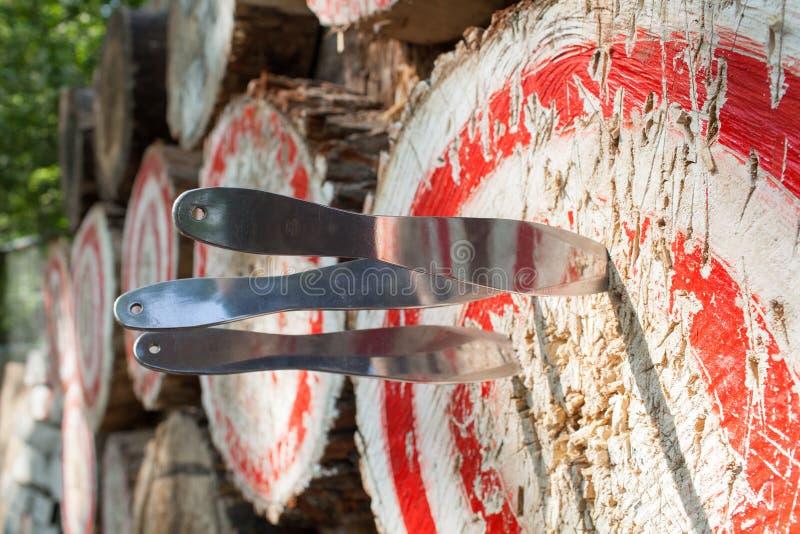 Sport all'aperto che gettano i coltelli Italia fotografie stock