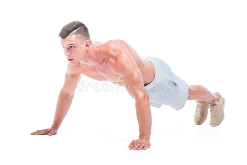 Sport bemannt das Handeln dr?ckt ups lokalisiert auf einem wei?en Hintergrund Starker athletischer Mann - Eignungs-Modell, das se stockfotografie