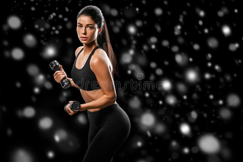 Sport Concept van de het lichaams het sterke en mooie Winter van de vrouwensport met royalty-vrije stock foto's
