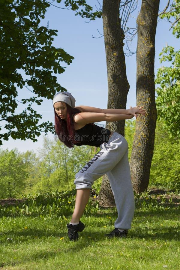 Sport, danse et concept urbain de culture - beau danseur de rue photos libres de droits