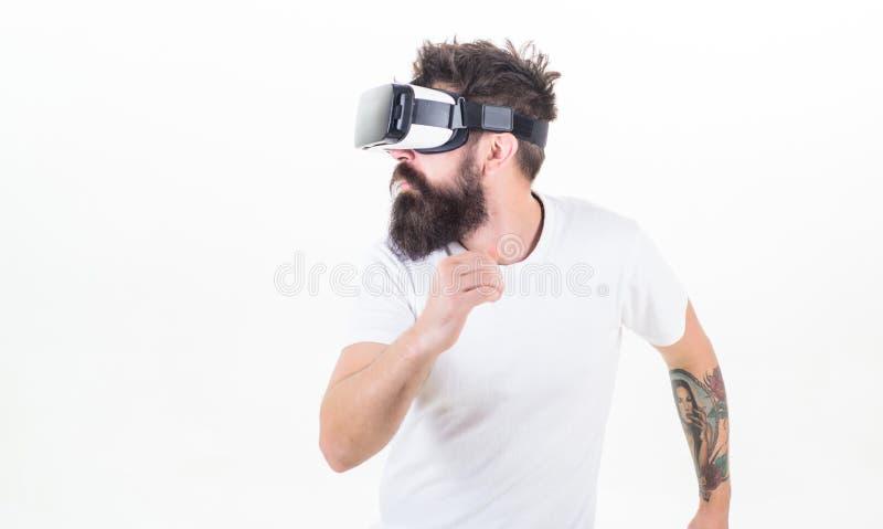 Sport de Cyber Le type avec la tête a monté la réalité virtuelle interactive d'affichage Jeu virtuel de sport de jeu de hippie Co photos stock