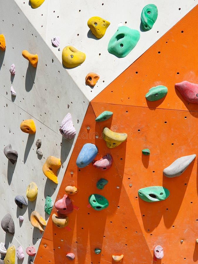 Sport dell'interno ed all'aperto che scalano parete di pietra fotografia stock