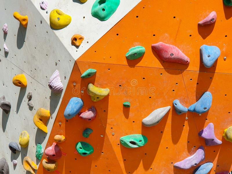 Sport dell'interno ed all'aperto che scalano parete di pietra fotografie stock
