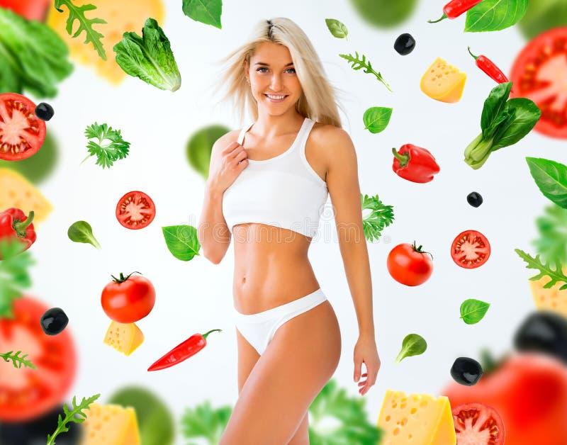 Sport dziewczyna na warzywa tle i bielu zdjęcia stock