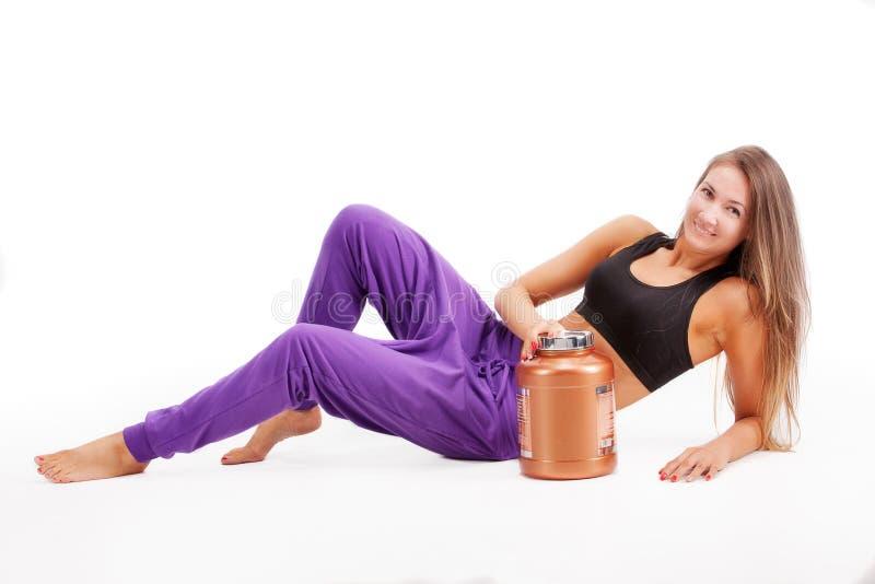 Sport dziewczyna z puszką proteina obrazy stock