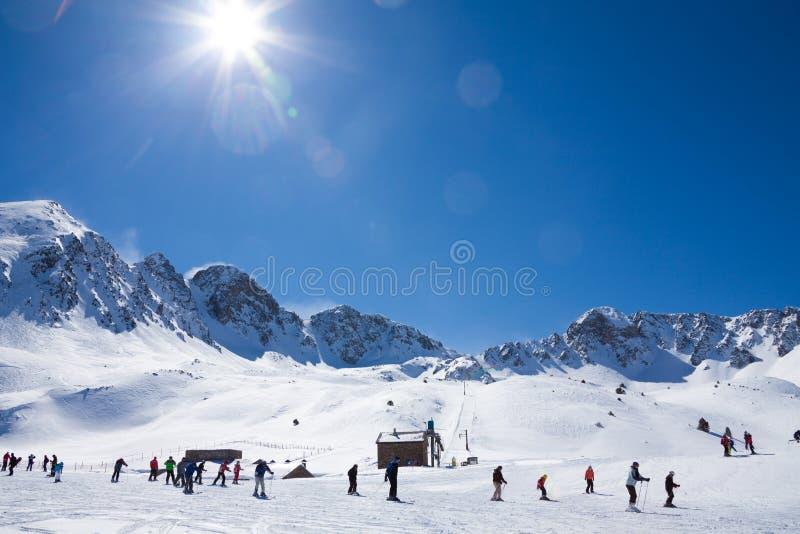 Sport invernali in montagna fotografia stock