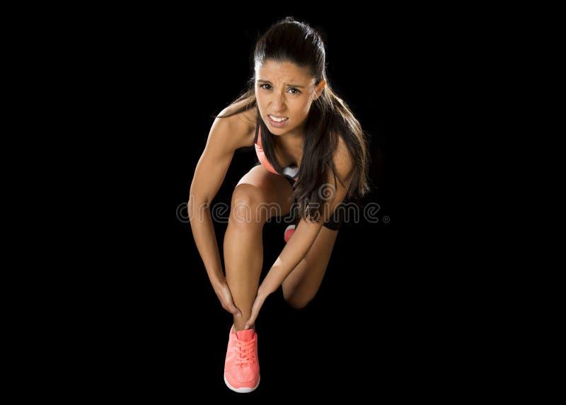 Sport kobiety mienie ranił kostki cierpienia ból w wiązadło urazie lub ciągnął mięsień zdjęcie royalty free