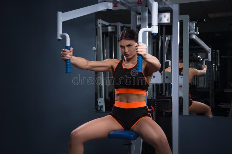 sport Piękna kobieta w gym Halthy pojęcie zdjęcia royalty free