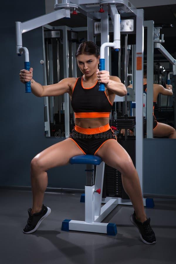 sport Piękna kobieta w gym Halthy pojęcie zdjęcie stock