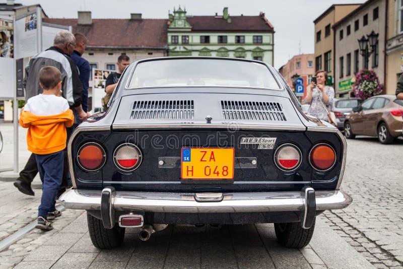 Sport 850, rétro voiture de Fiat de conception Exposition des voitures de vintage photographie stock