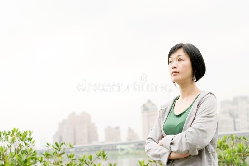 Sport rijpe Aziatische vrouw royalty-vrije stock foto