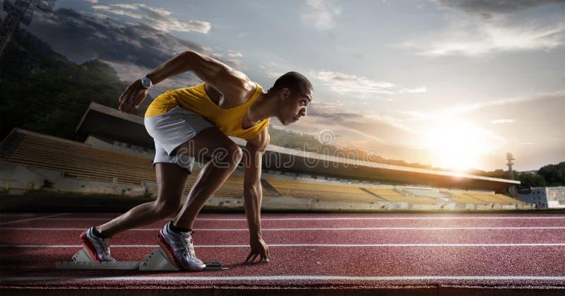 Sport Sprinter op de renbaan stock foto's