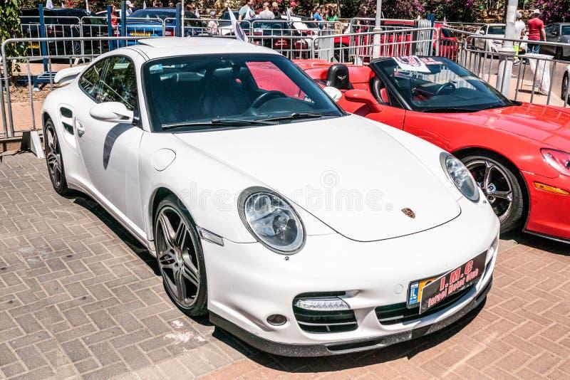 Sport Turismo de Porsche Panamera à une exposition de vieilles voitures dans la ville de Karmiel image libre de droits