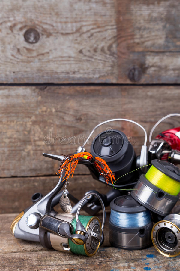 Sport vistuigen, aas, spoelen, spoel met lijn royalty-vrije stock foto