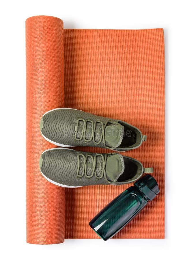 Sport?w buty i joga mata obrazy stock