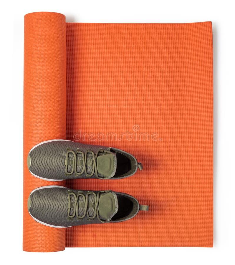 Sport?w buty i joga mata obraz stock