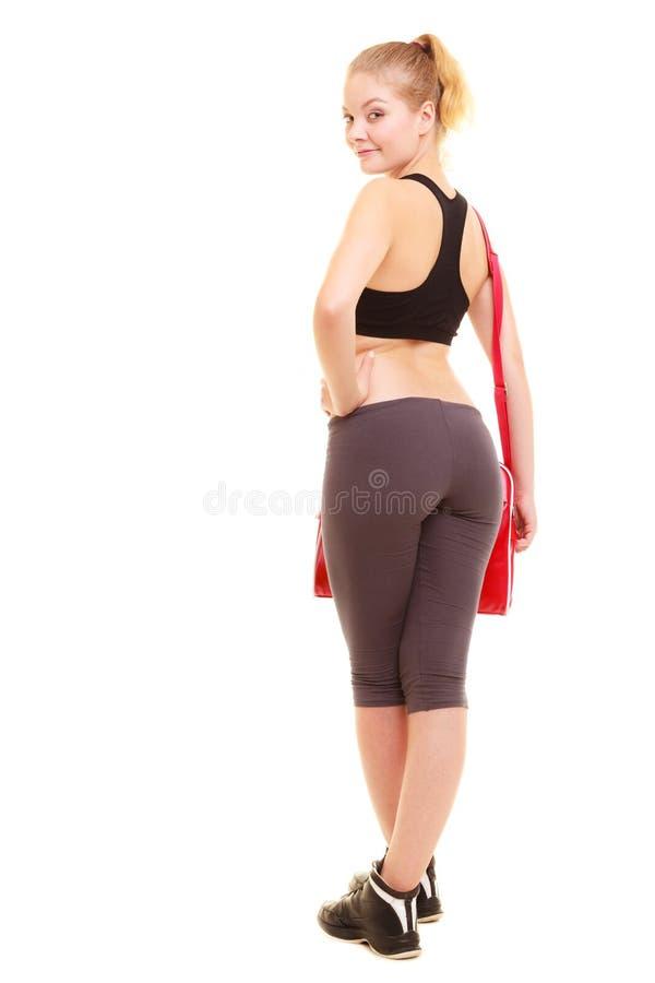 sport Zurück vom sportlichen Mädchen der Eignung in der Sportkleidung mit Turnhallentasche lizenzfreie stockfotografie