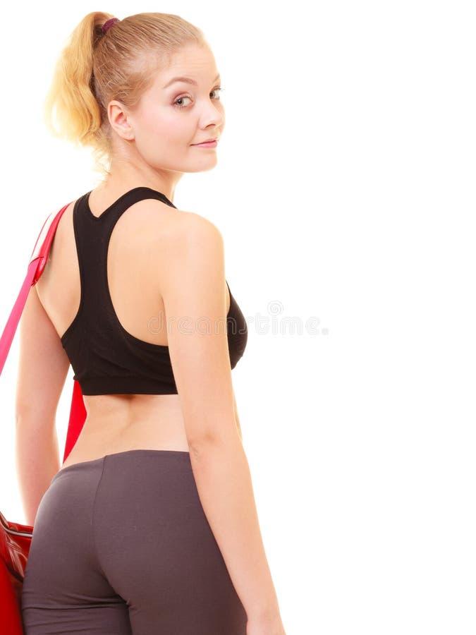 sport Zurück vom sportlichen Mädchen der Eignung in der Sportkleidung mit Turnhallentasche stockbild