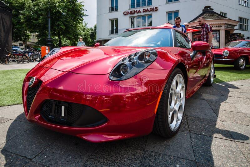 Sporta samochód Alfa Romeo 4C &-x28; Pisać na maszynie 960&-x29; , od 2014 obraz stock