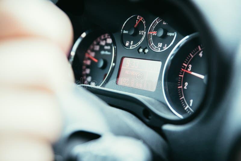 Sporta samochodu deska rozdzielcza z tachometrem i paliwowym wskaźnikiem obrazy stock