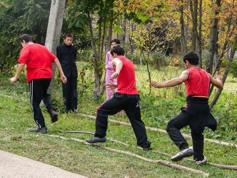 Sportar som utbildar studenter för att resa till ett möte i den Kaluga regionen av Ryssland royaltyfri fotografi