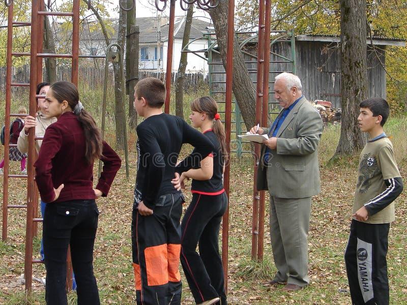 Sportar som utbildar studenter för att resa till ett möte i den Kaluga regionen av Ryssland arkivbilder