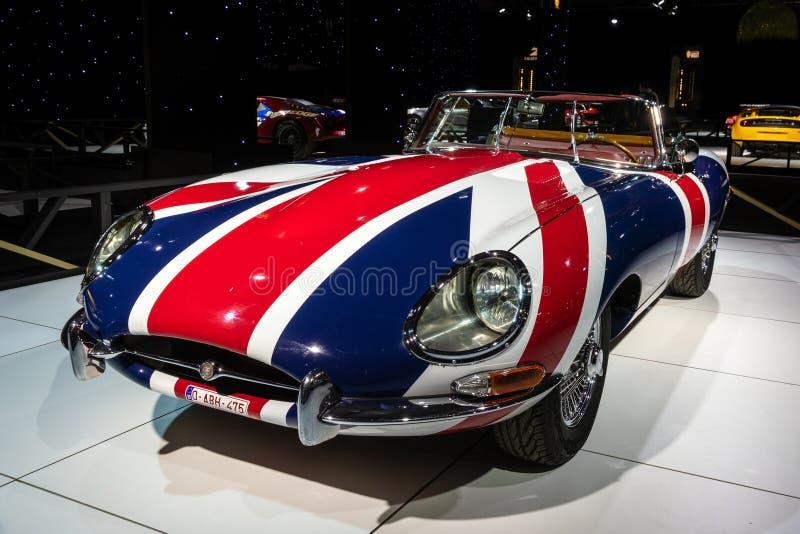 Sportbil 1967 för Jaguar E typtappning arkivfoton