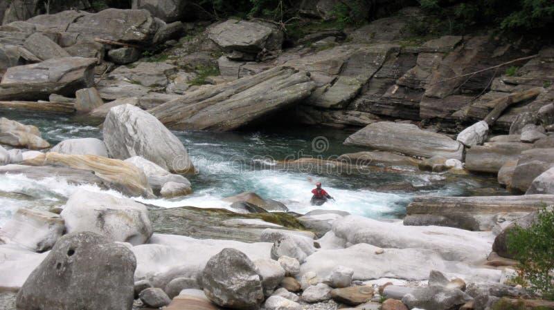 Sporten op Verzasca-Vallei Lavertezzo zwitserland royalty-vrije stock afbeelding