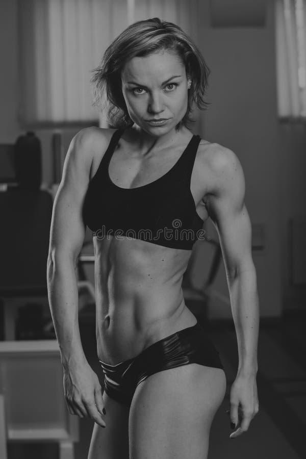 Sportenmeisje bij de gymnastiek royalty-vrije stock foto