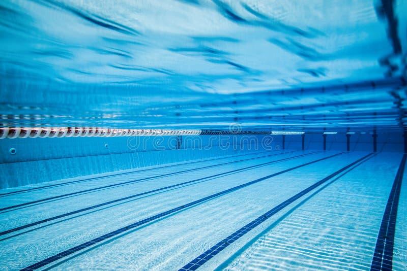 Sportenpool voor actieve sporten stock foto