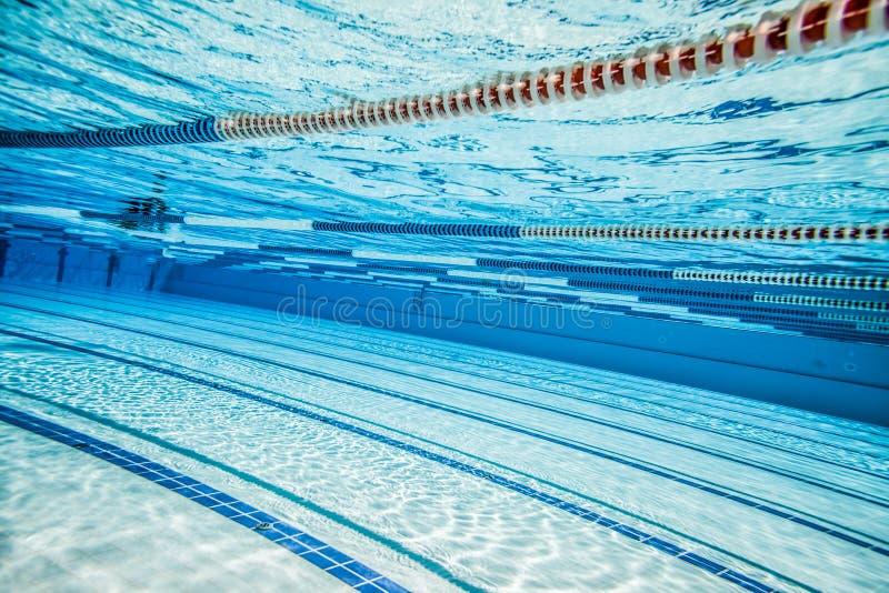 Sportenpool voor actieve sporten stock afbeelding