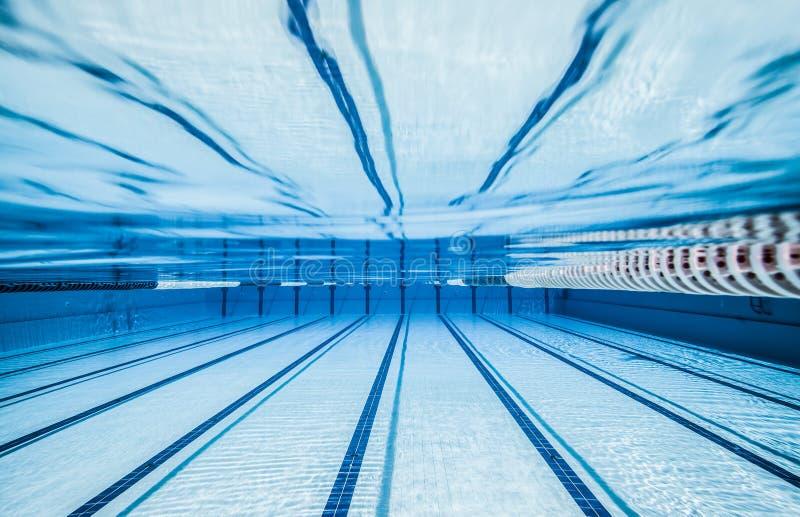 Sportenpool voor actieve sporten stock fotografie