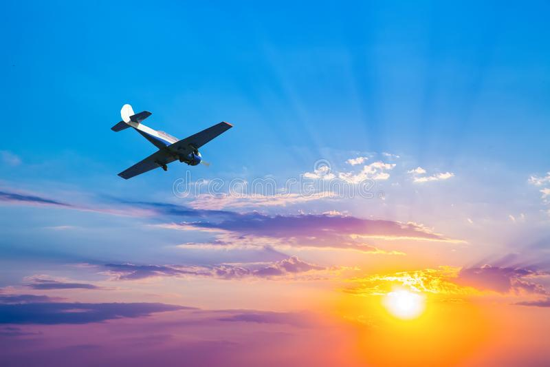 sportenvliegtuig in de hemel royalty-vrije stock foto's