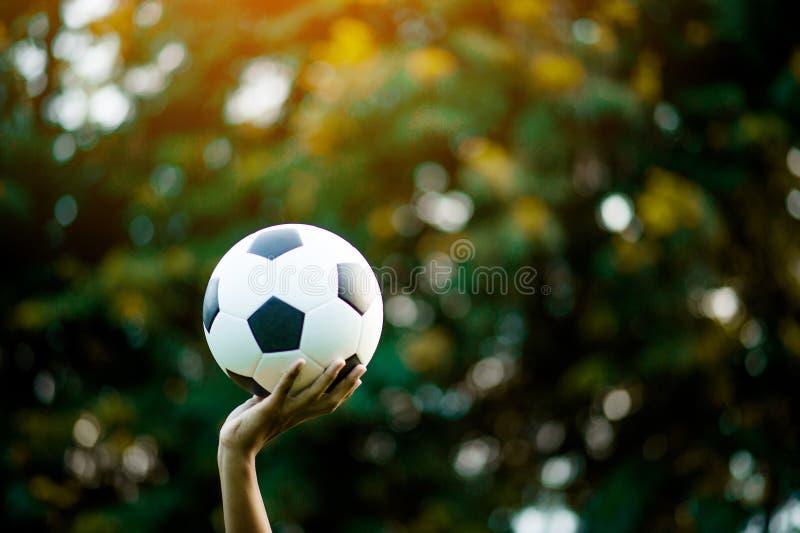 Sportfotboll med det tillgängliga utrymmet som reproducerar sportidéer royaltyfri foto
